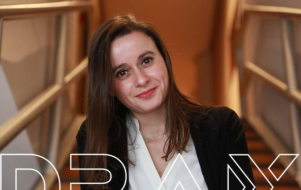 Elena, responsable de atención al cliente y comunicación en DRAX audio